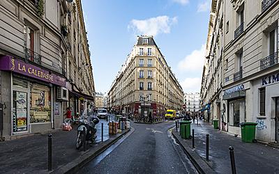 Vue sur un immeuble entre la rue de Panama et la rue de Suez, anciennement occupé par une usine de machine à vapeur Paris 18ème Goutte d'or