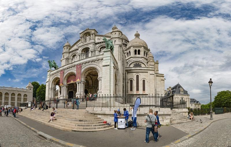 Volontaires de Paris devant le Sacré coeur