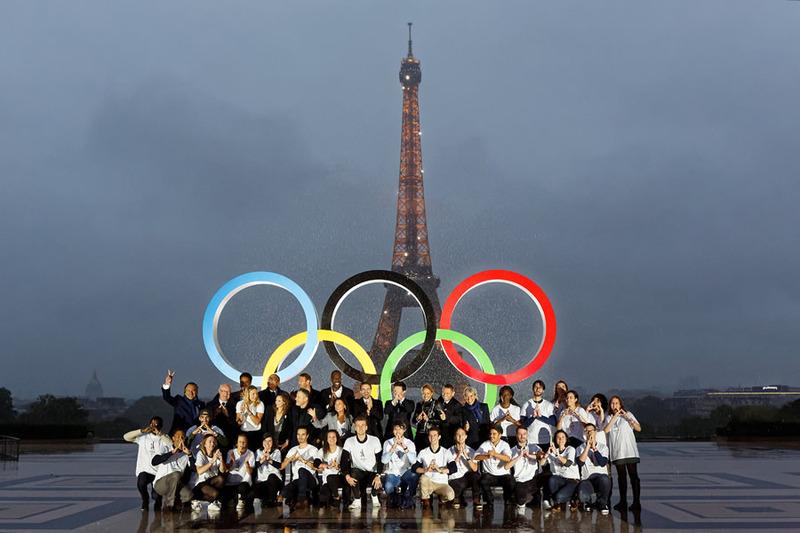 Les anneaux olympiques sur le Trocadéro le 13 septembre