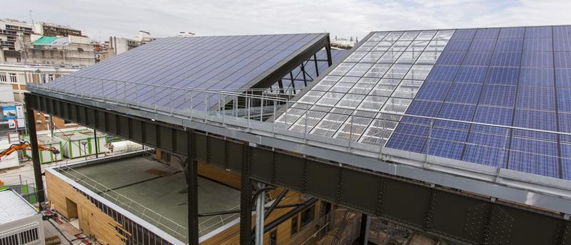 Panneaux solaires sur le toit de la halle Pajol