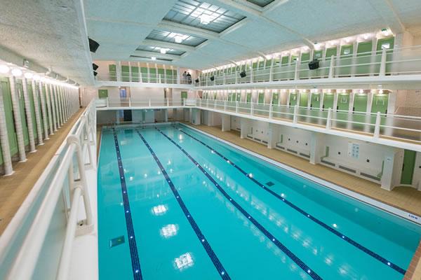 La piscine des Amiraux rouvre ses portes vignette