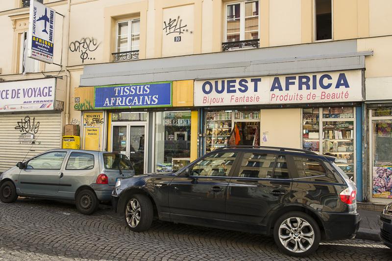 Magasins de tissus africains dans le quartier de la Goutte d'or