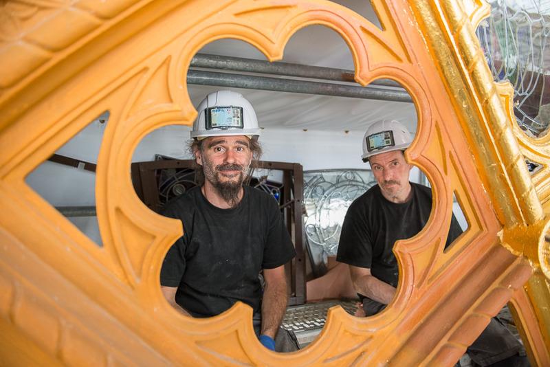 Eric et Daniel restaurateurs des vitraux sur Saint-Augustin