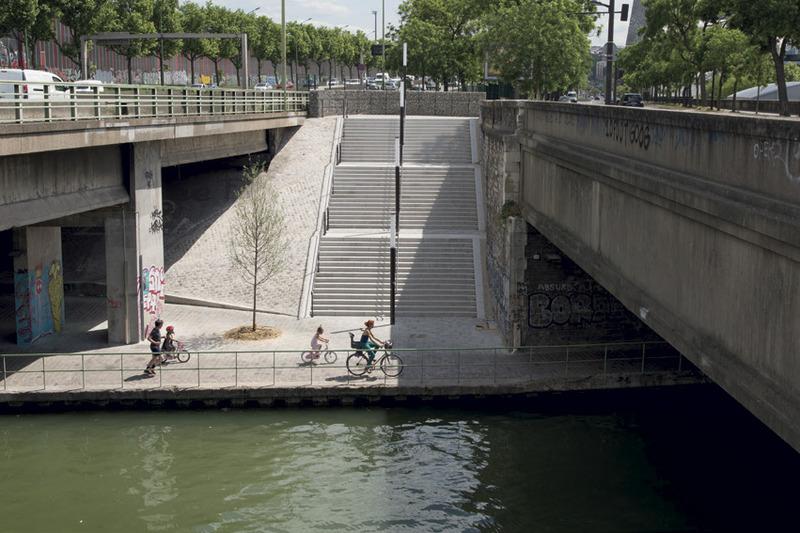 Escalier vers le canal de l'Ourcq