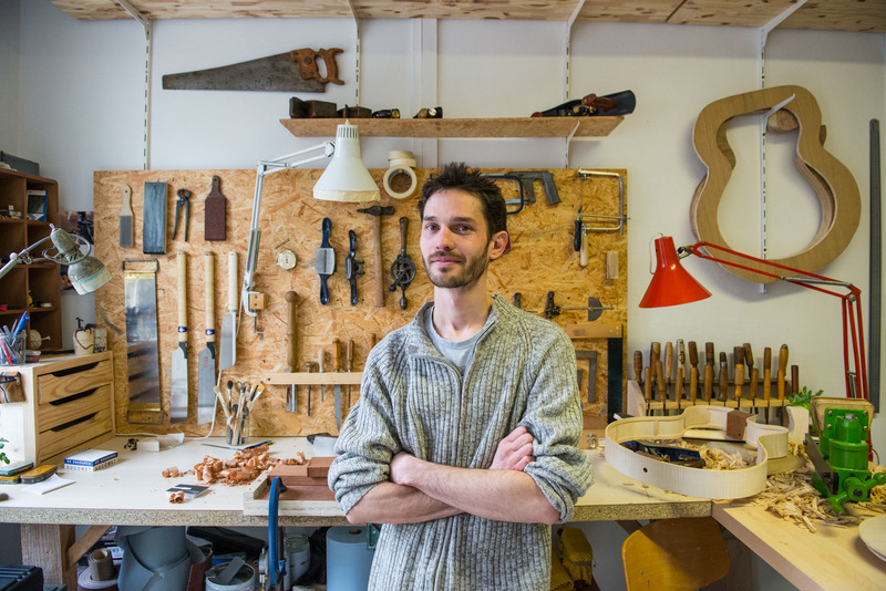 Adrien, luthier, Les Grands Voisins