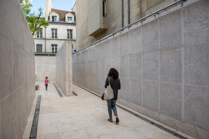 Le Mur des noms au Mémorial de la Shoah