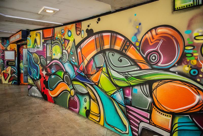 Une fresque street art pour l'Association du Site de la Défense sous la direction de l'artiste Mister LA BOUKLE