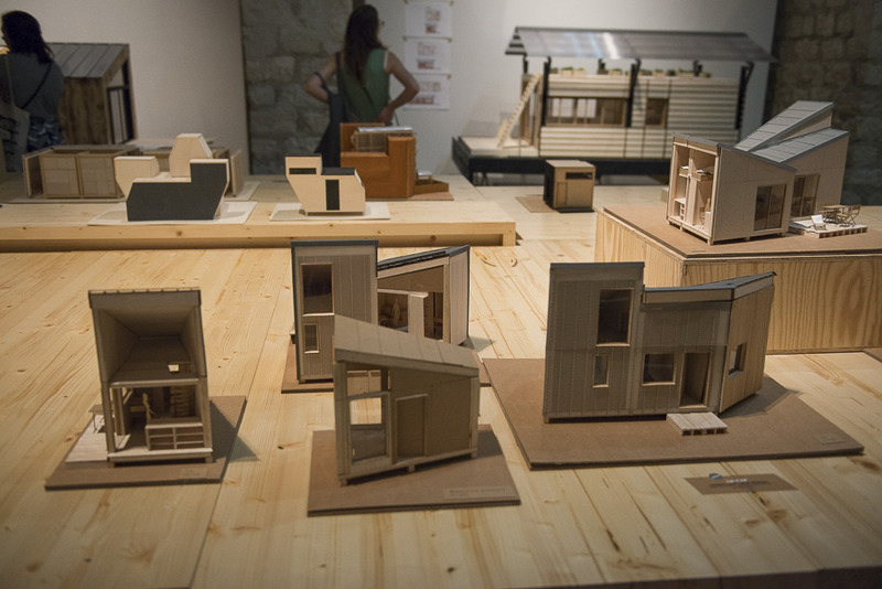 Des maquettes de l'exposition Habiter le temporaire