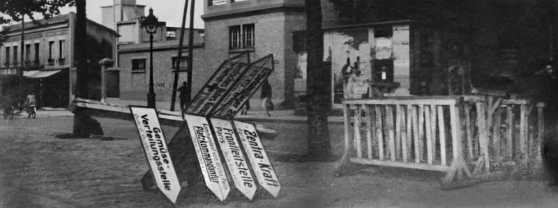 Panneaux de signalisation allemands à terre, 1944