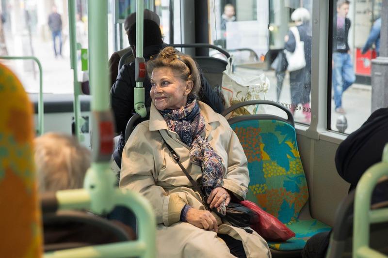 Senior dans un bus de la RATP