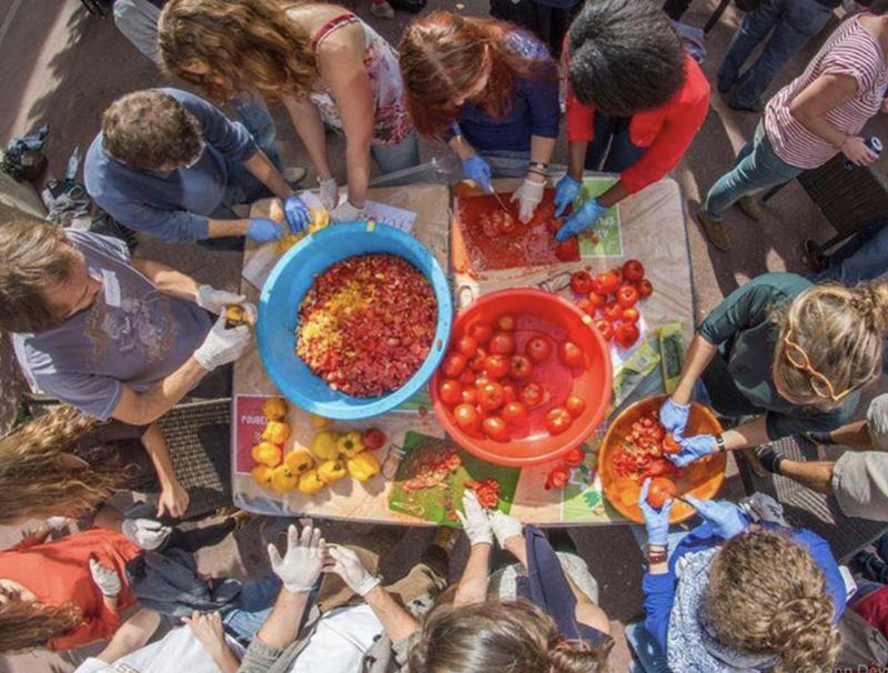 Disco Soupes destinées aux migrants de Porte de la Chapelle dans le 18ème : Les Disco Fugees
