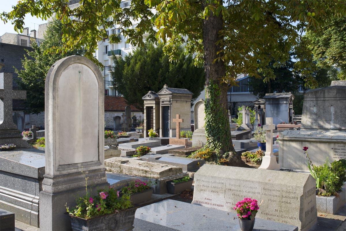 Le cimetière d'Auteuil a conservé son esprit « village ».