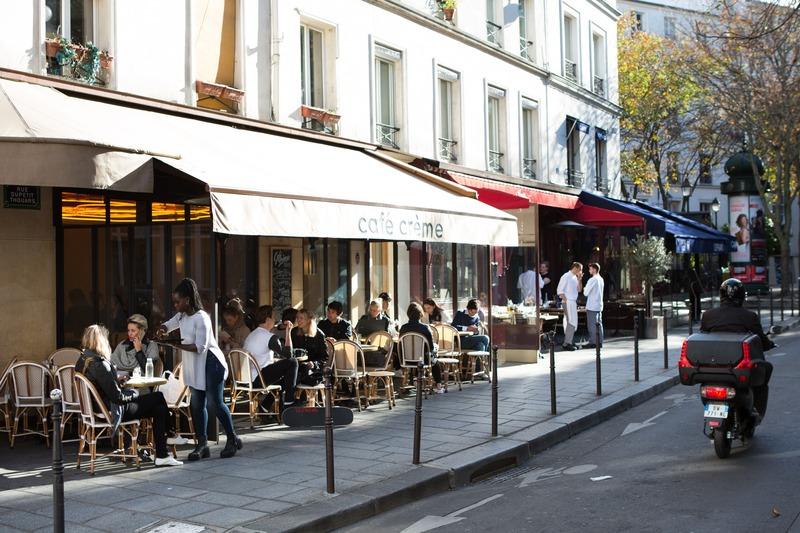 terrasse de café soleil