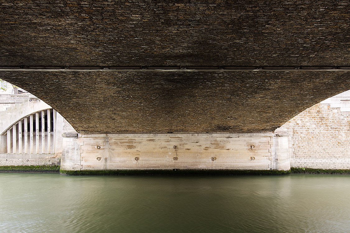 Petit Pont - Cardinal Lustiger, construit de 1852 à 1853 par les ingénieurs Michal et Da