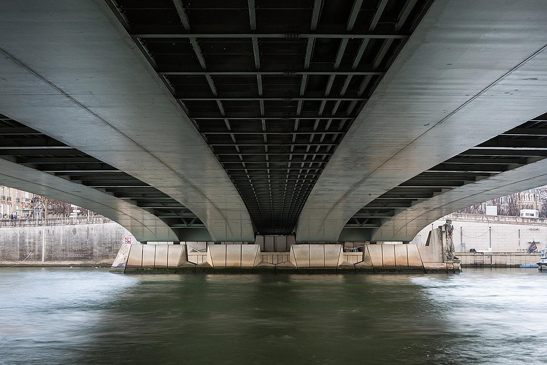 Pont de l'Alma, construit de 1969 à 1973 par les ingénieurs Lagallisserie, Darcel et Vau