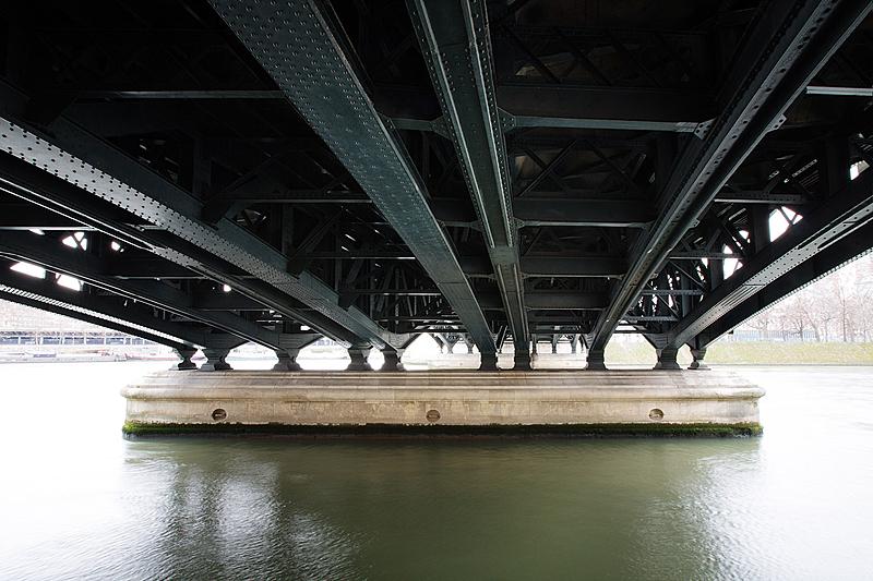 Pont de Bir-Hakeim, construit de 1903 à 1905 par l'ingénieur Louis Biette et l'architect