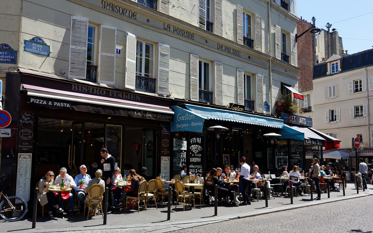 Terrasses de cafés place de la Contrescarpe
