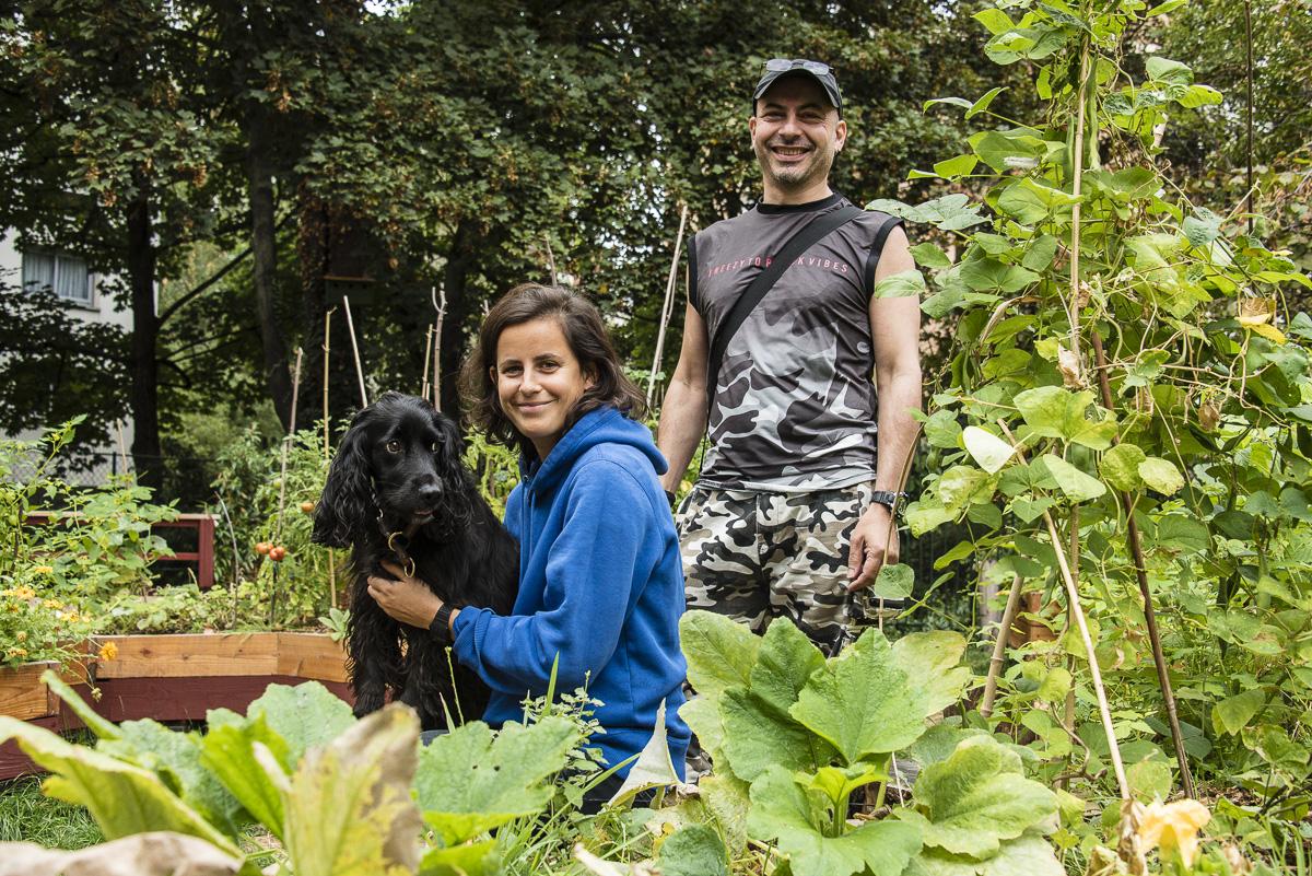 Lili et Johan, deux membres de l'association Le Jardin Louis Blanc