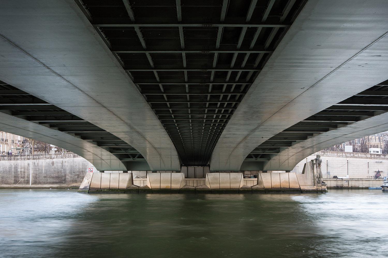Pont de l'Alma, reconstruit de 1969 à 1973 par les architectes Coste, Blanc, Arsac et Dougnac