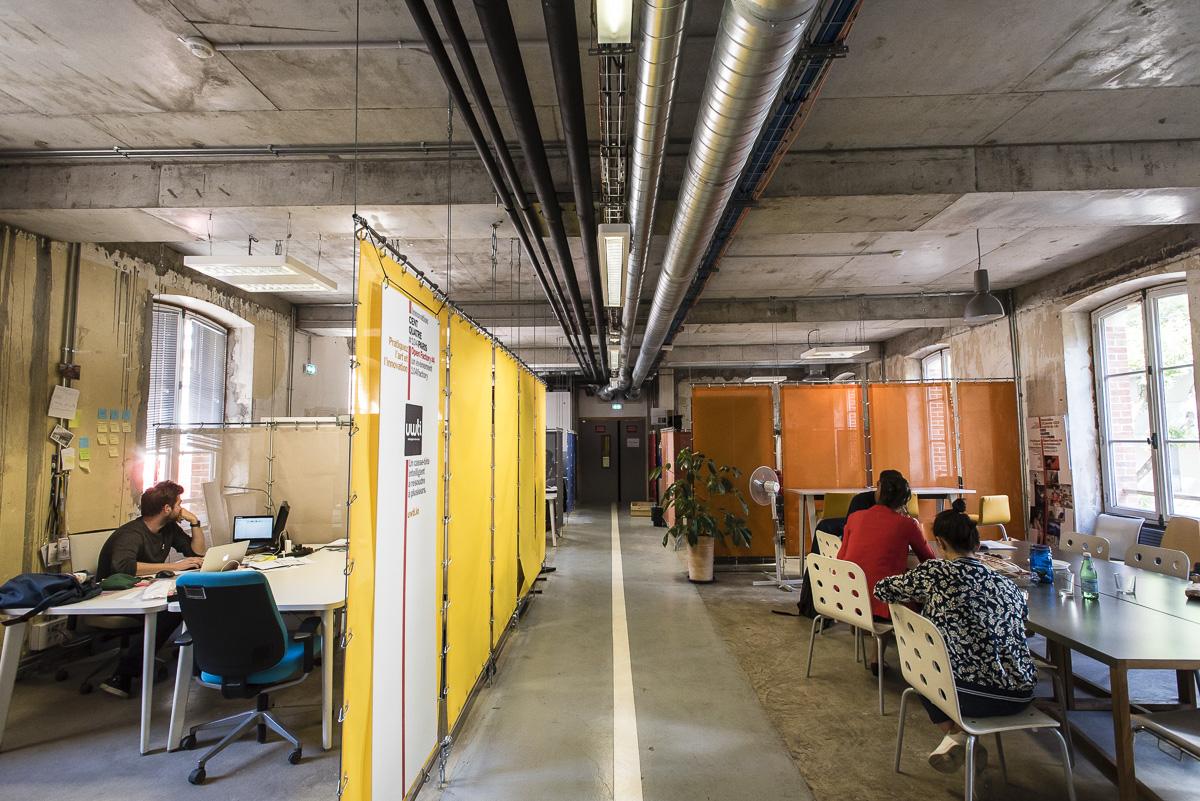 Intérieur de l'incubateur 104 factory
