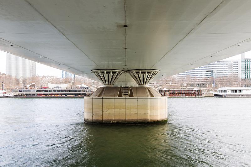 Pont Charles-de-Gaulle, construit de 1993 à 1996 par les architectes Louis Arretche et Roman Karasinski