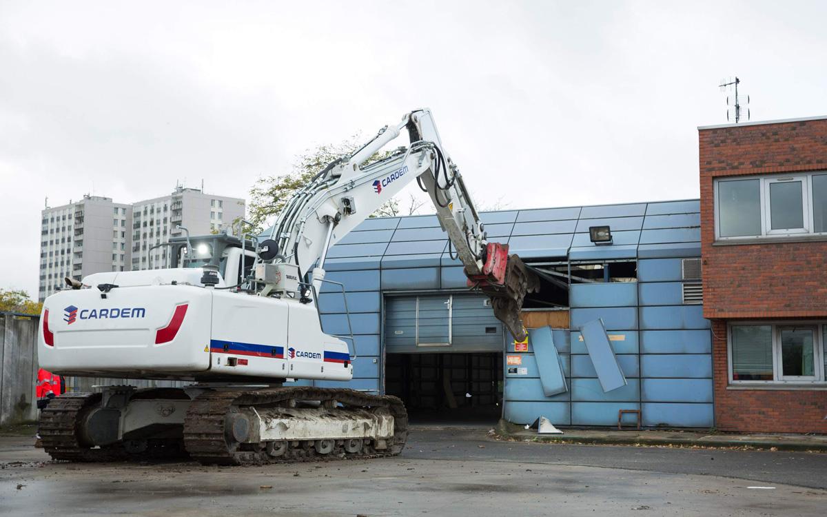 Début des opérations de démolition préludant à la construction du village olympique et paralympique