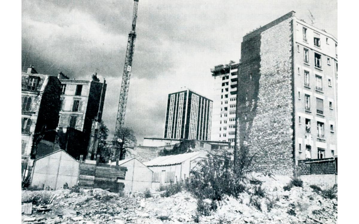 Vue du chantier de dégagement de la place des Fêtes à la fin des années 1960.