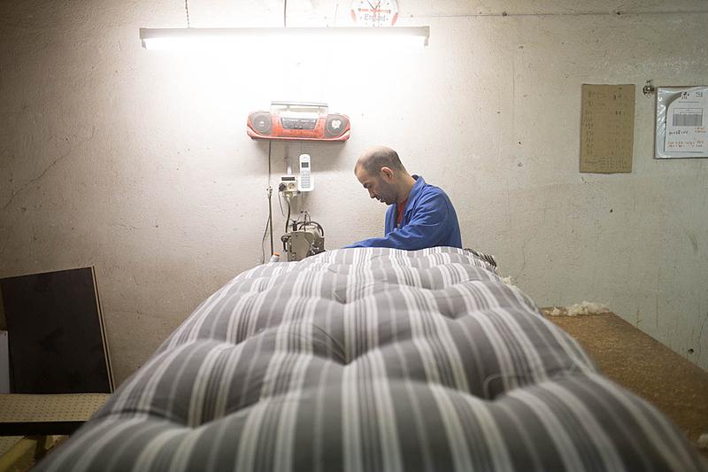 """""""Il y a aussi des personnes âgées qui ont l'habitude de dormir sur des matelas en laine et ne veulent pas en changer."""""""