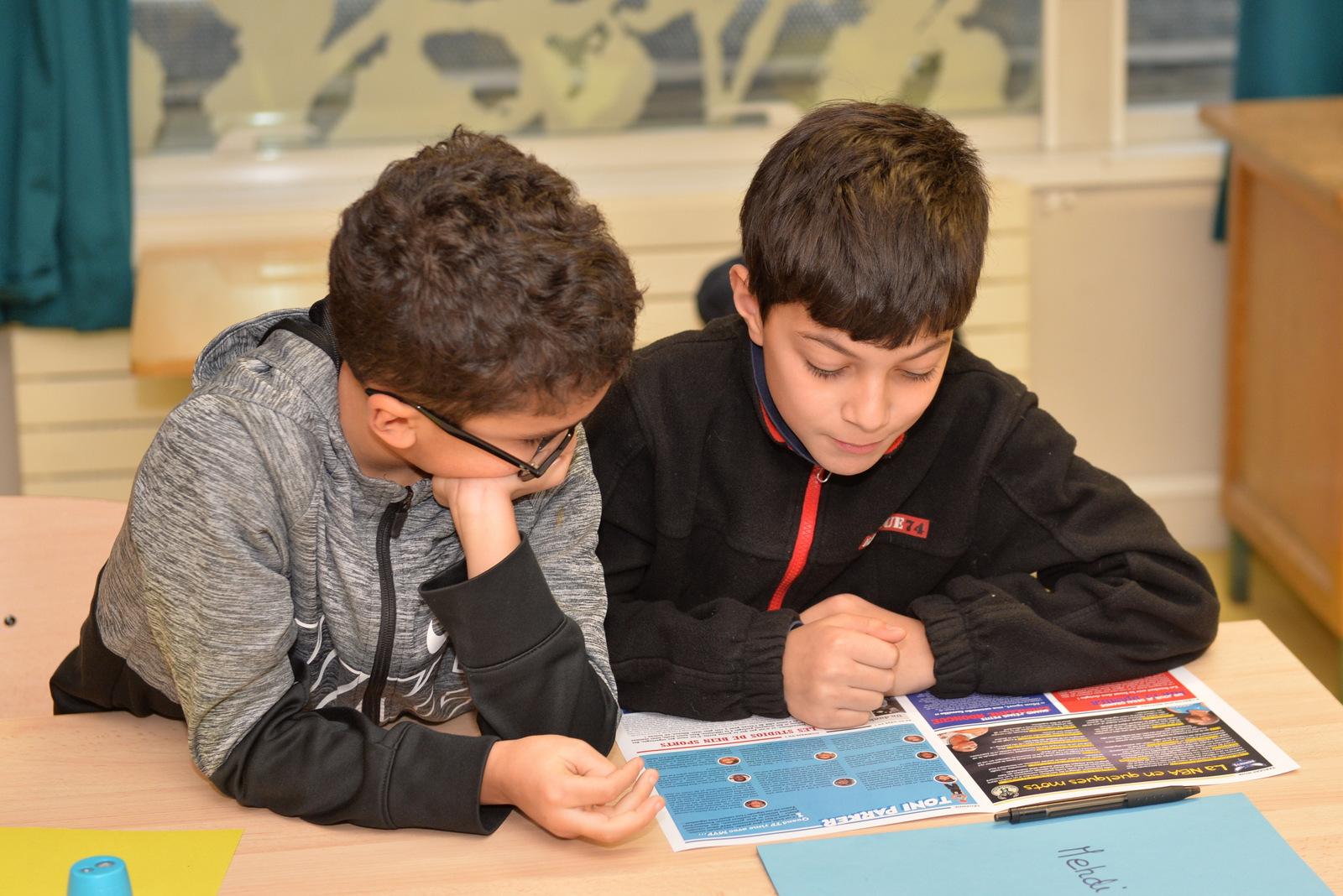 Les Reporters Juniors NBA créent le journal Petit Dunk avec le journal Petit Pont au sein du centre de loisirs de l'école Auguste Perret 13e