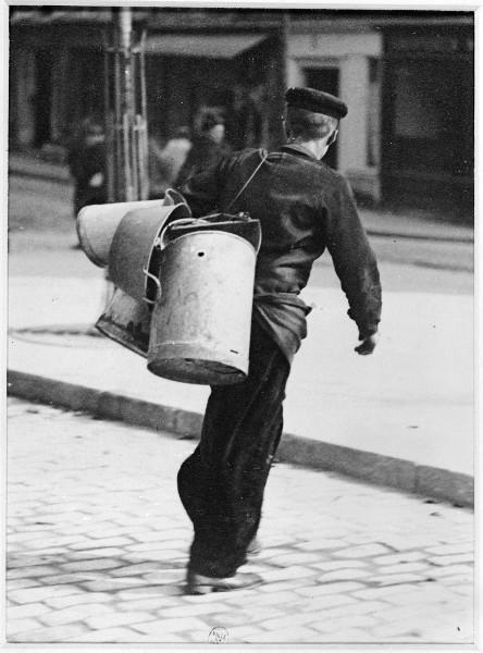 Etameur  dans une rue de Paris
