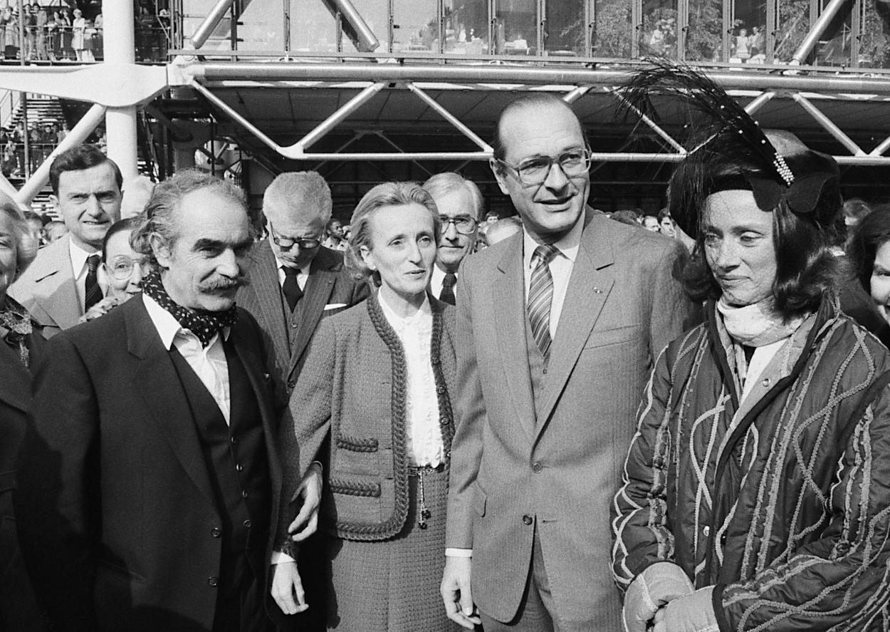 1983 Inauguration de la place et de la fontaine Stravinsky Jean Tinguely est à gauche de Bernadette Chirac et Niki de Saint-Phalle, à droite de jacques Chirac