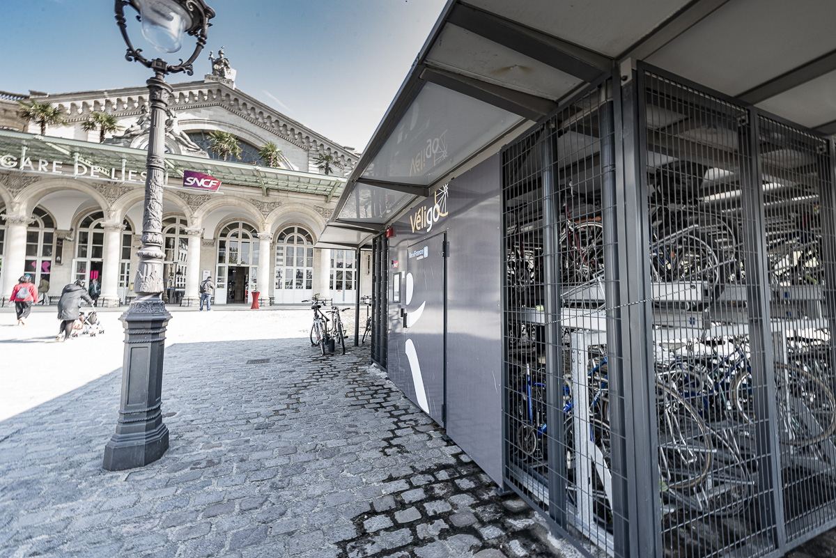 Station Véligo devant la gare de l'Est