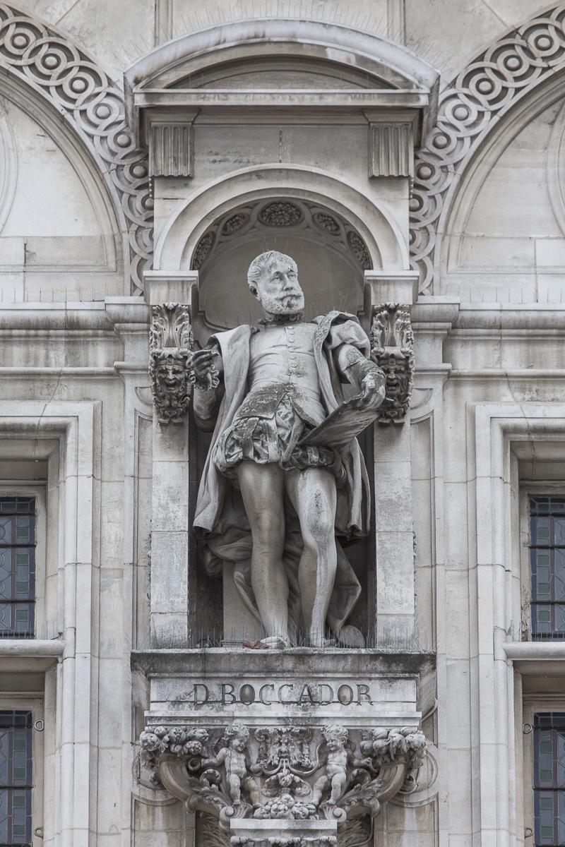 Statue du Boccador sur la façade de l'Hôtel de ville