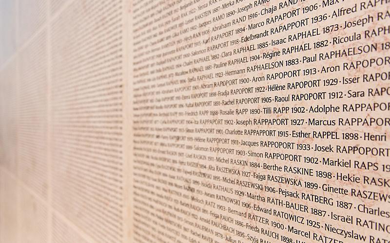 Mur des noms après renovation au mémorial de la Shoa