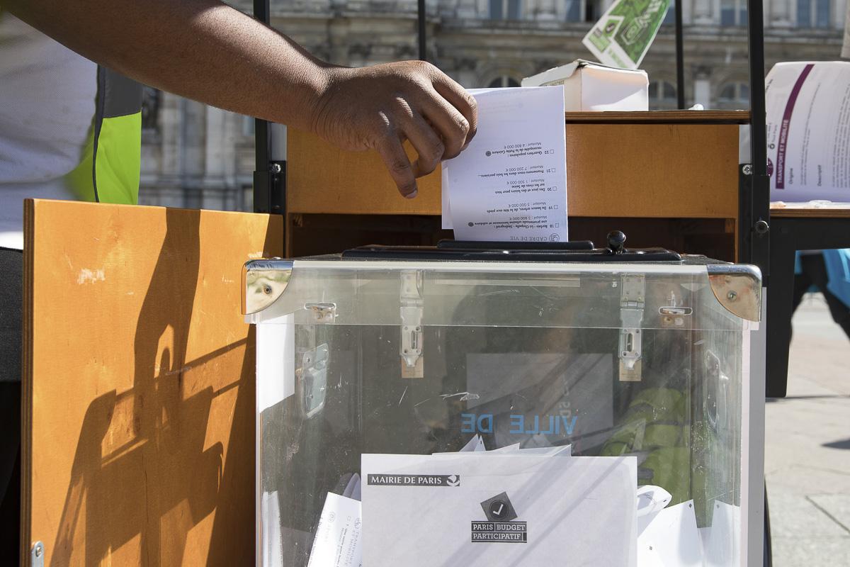 Vote pour le budget Participatif sur la place de l'hôtel de Ville