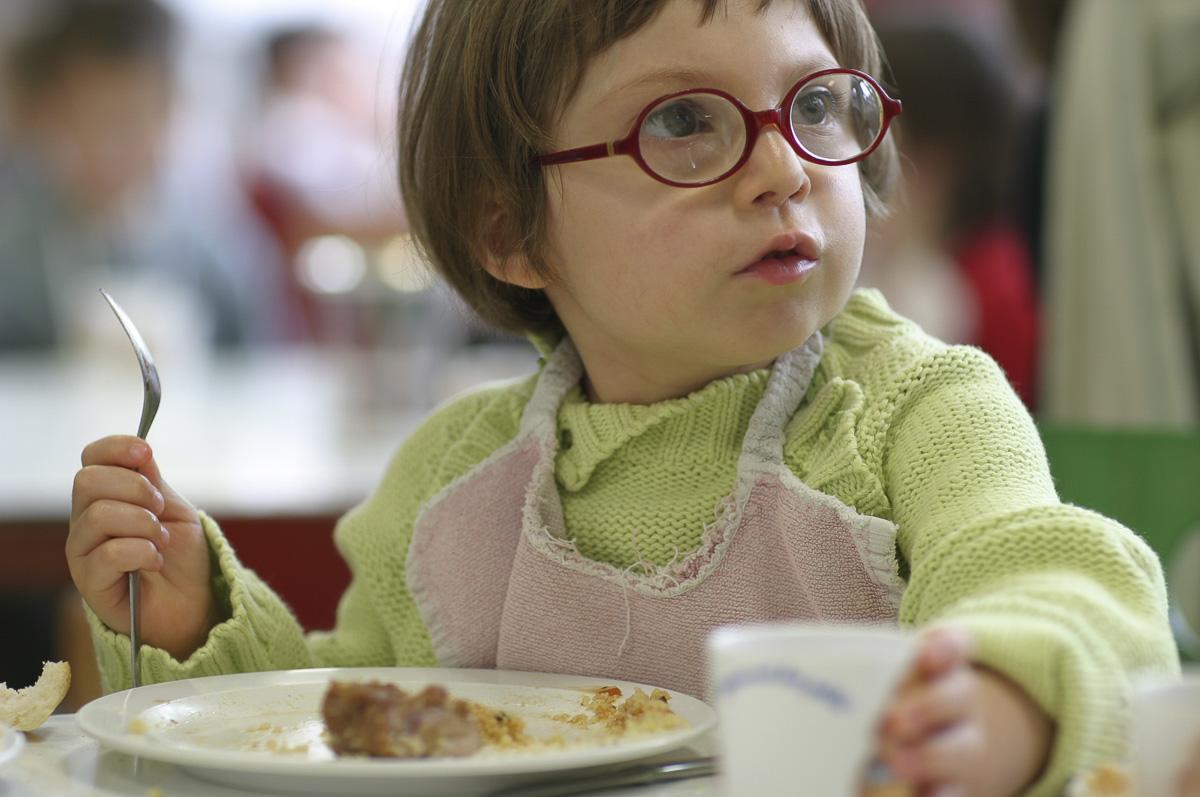 Repas d'un enfant