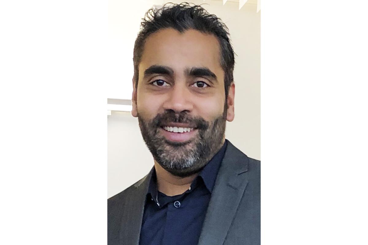 Ravi Kumar, ambulancier à Paris depuis 13 ans