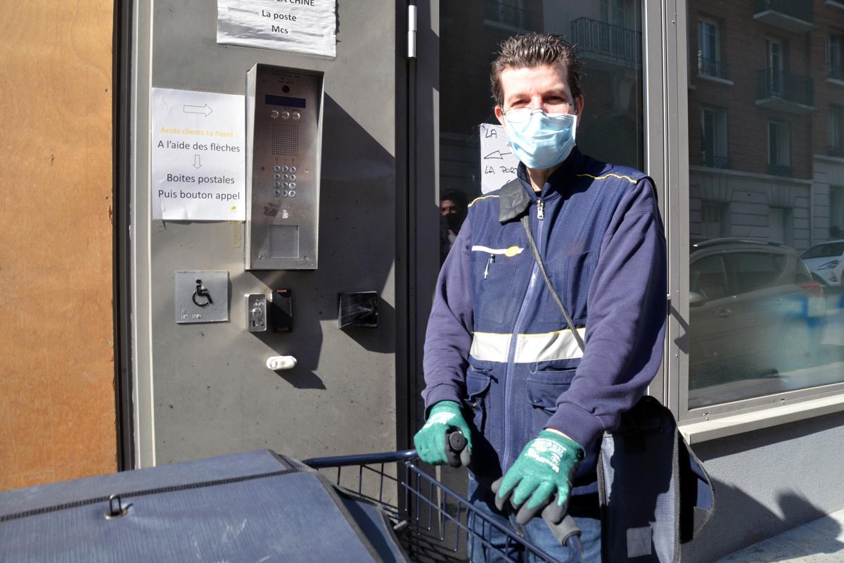 Emmanuel Bourgeois, facteur pendant l'épidémie de covid-19