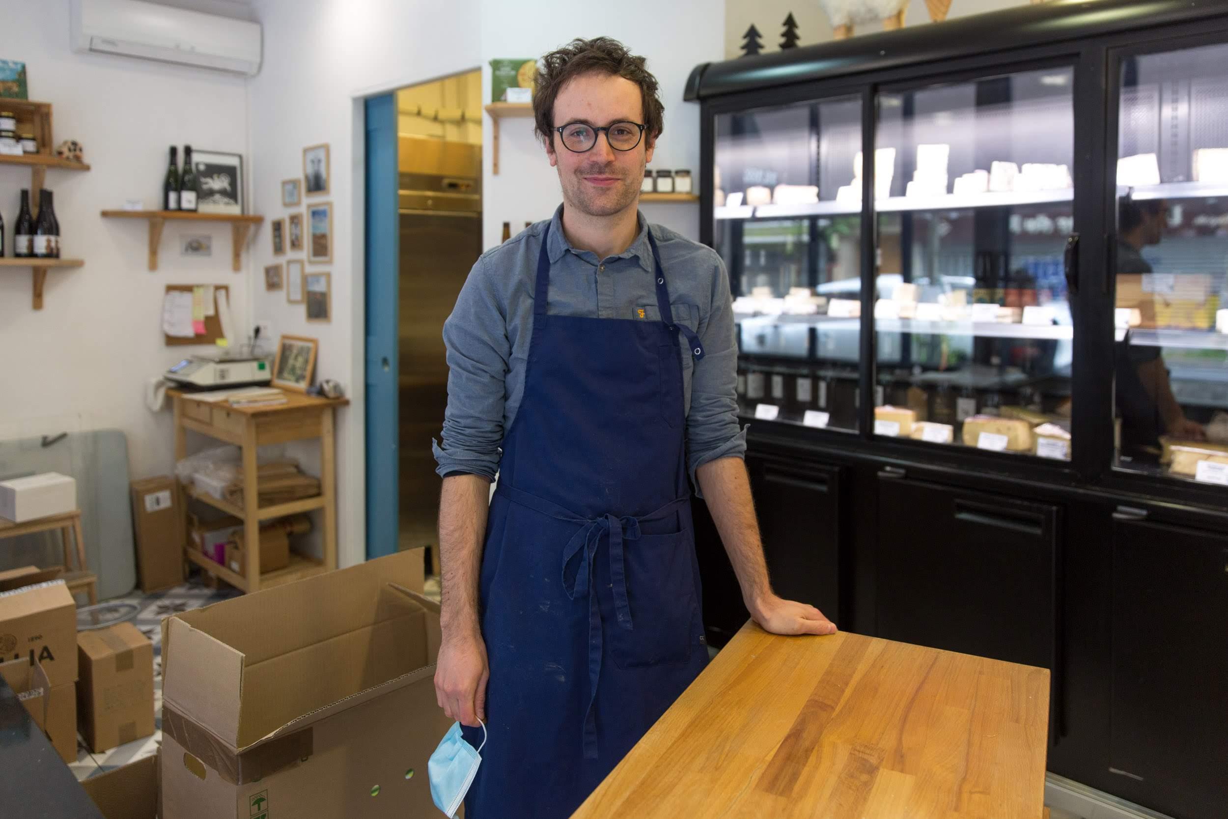Clément Maudet , fromager à la Fromagerie des Buttes Chaumont