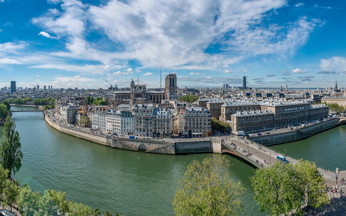 Panoramique sur l'île de la cité