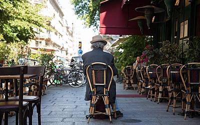 Les Parisiens réinvestissent les terrasses