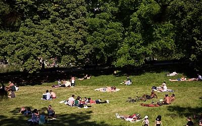 Détente au parc Montsouris