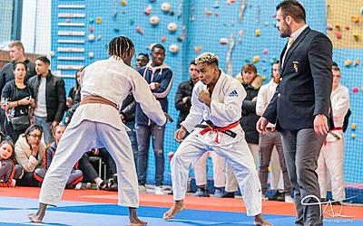 Jeunes pratiquant le judo à l'AJA Paris 20e