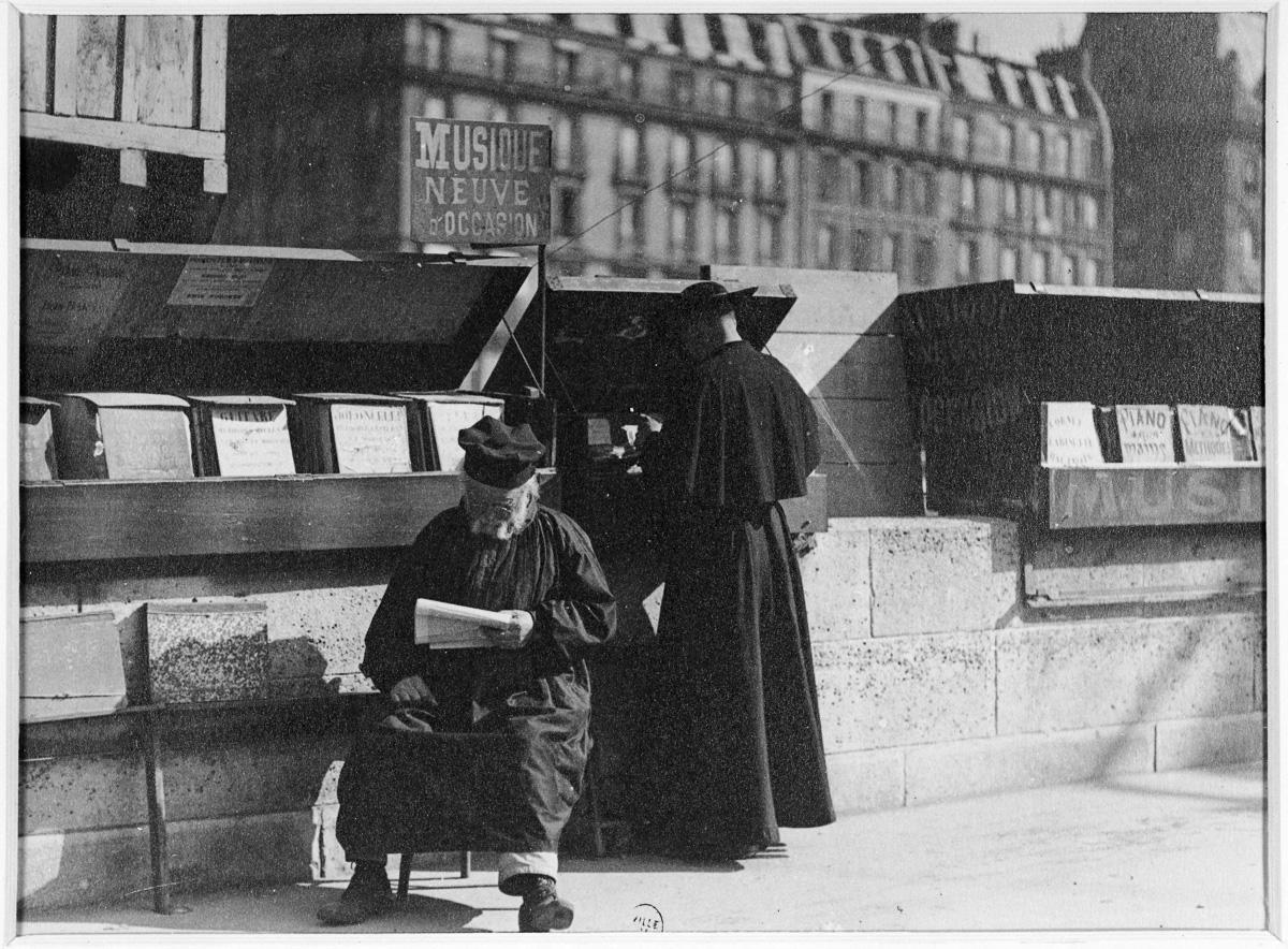 Le bouquiniste Chonmoru, quai des Grands-Augustins vers 1900