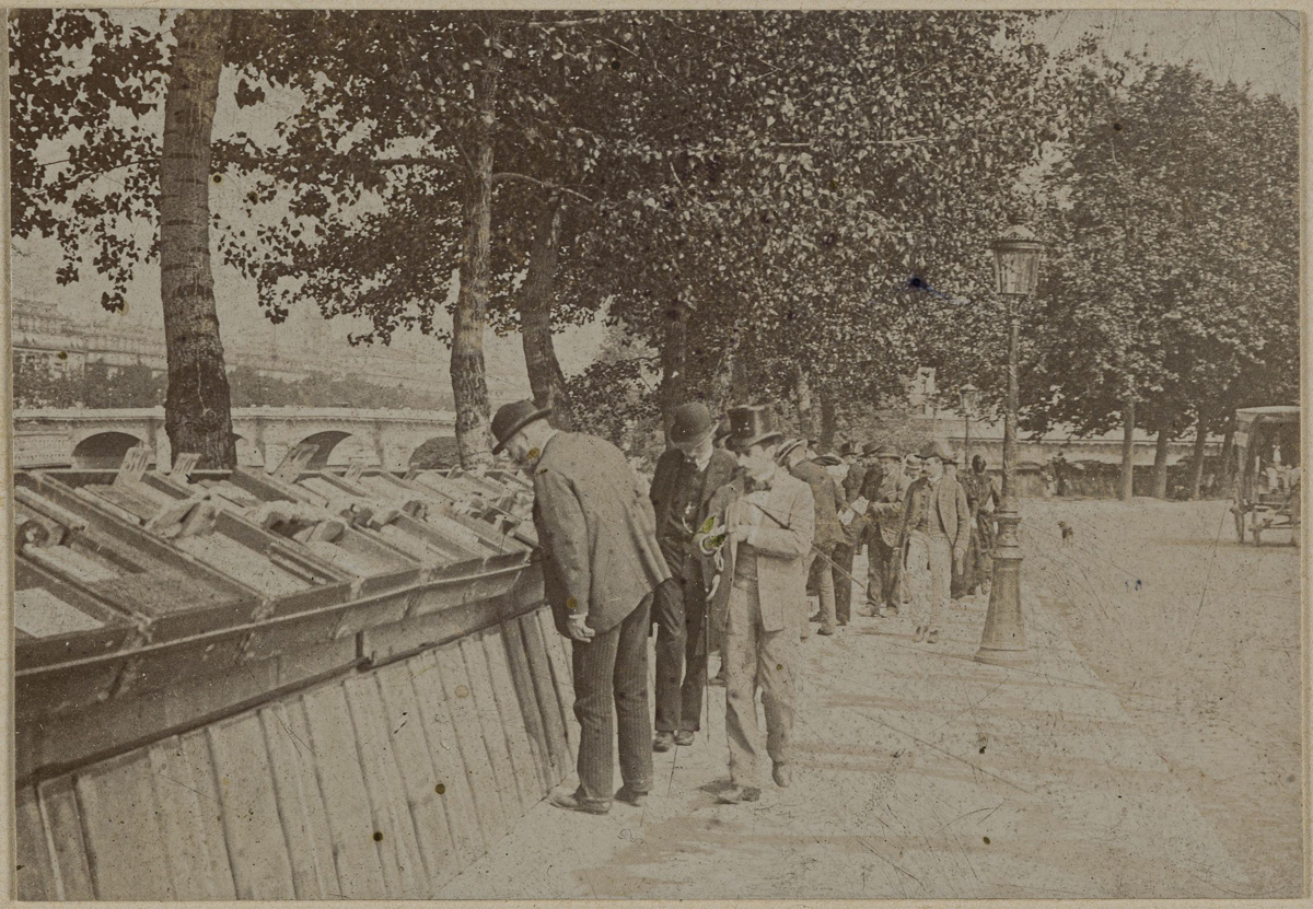Les bouquinistes, quais de Seine. Paris, entre 1870 et 1901.