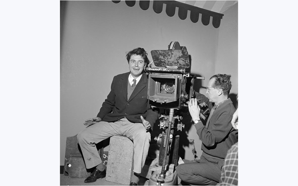 Jean-Pierre Mocky (1929-2019), acteur et réalisateur français. Courbevoie (Hauts-de-Seine), 1960.