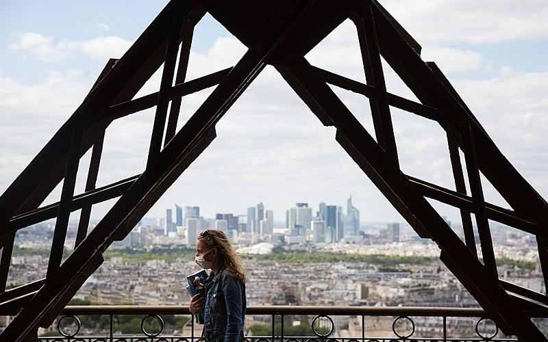 Vue sur la Défense depuis la Tour Eiffel