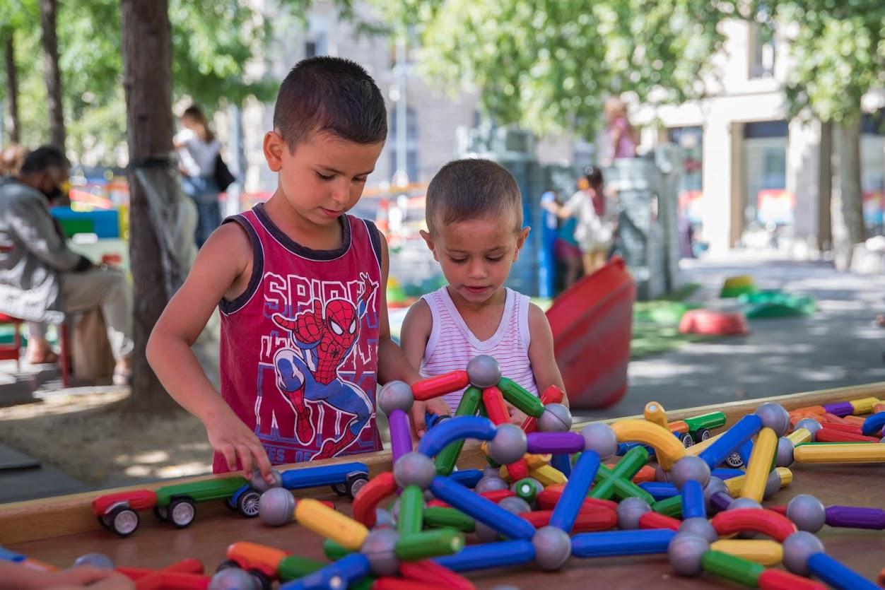 R de jeux place République / enfants : Cinar et Miraz