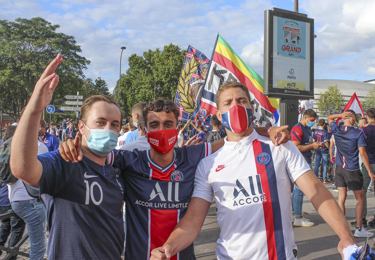 Supporters du PSG au abord du parc des Princes