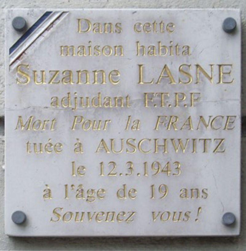Plaque en hommage à l'adjudante FTPF Suzanne Lasne, résistante déportée à Auschwitz et décédée le 12 mars 1943, située 23 avenue du Docteur-Arnold-Netter